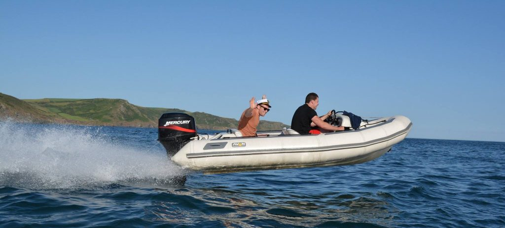 Boating Tips and Rules for Beginners on the Water [Q&A Guide]